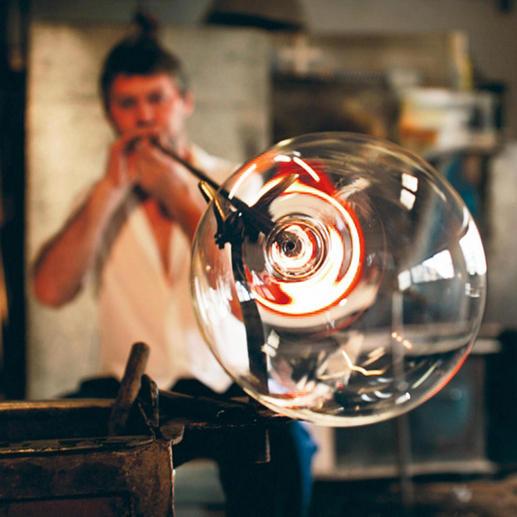 Het voortreffelijke handwerk doet denken aan de hoge ambachtskunst van Venetiaanse glasblazers ten tijde van de Renaissance.