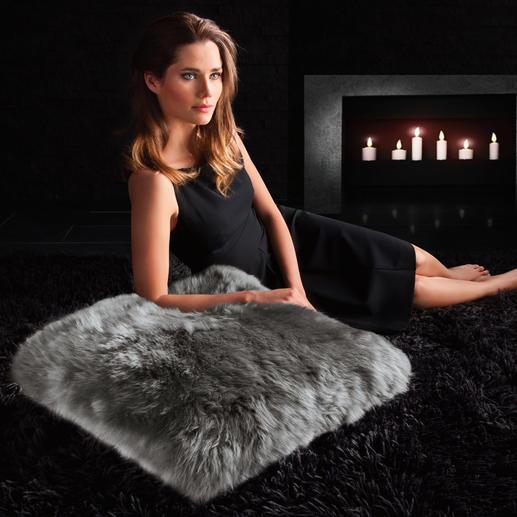 Lamsvachtkussen Geeft uw bank een elegant accent. Is comfortabel als stijlvol vloerkussen.