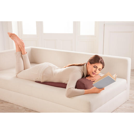Ook op uw buik kunt u comfortabel lezen.
