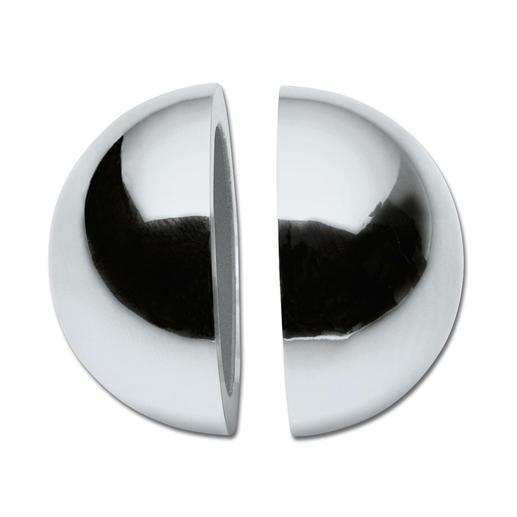 Door tweezijdige magneten hechten de 2 bolhelften perfect.