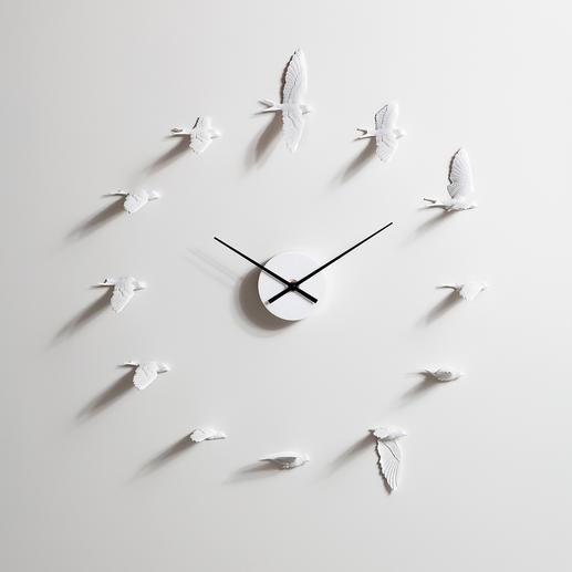 Zwaluwenklok Laat u nu door mooie zwaluwen vertellen hoe laat het is. Weergave van natuurgetrouwe vliegbewegingen.
