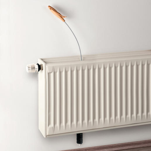 Zo werkt het: eenvoudig de radiatorborstel van boven in de smalle coulissen van de radiator steken.