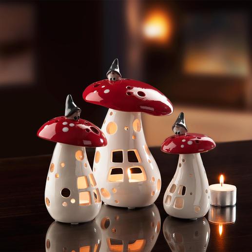 Waxinelichthouder paddenstoel met kabouter, set van 3 Elk keramieken object is liefdevol met de hand beschilderd en glanzend geglazuurd.