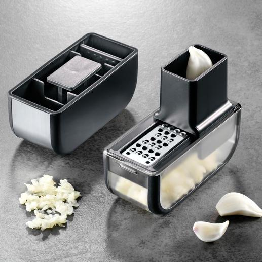 De in de invoerschacht geplaatste knoflookteentjes worden eenvoudig over het mesvlak heen en weer geschoven.