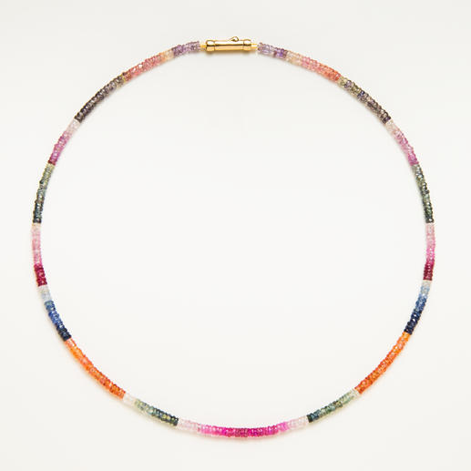 Saffierketting Zeldzaam mooi: het gehele, natuurlijke kleurenspectrum van de saffier – vertegenwoordigd in één sieraad.