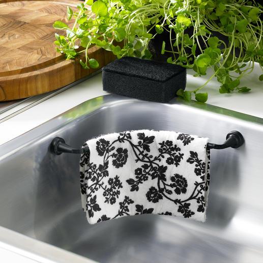 Discreet verborgen en toch binnen handbereik droogt het vaatdoekje snel aan de lucht.