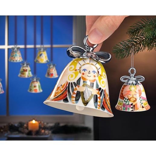 Alessi kerstklokken Luiden de feestdagen in stijl in. In vriendelijke kleuren, met een handverzilverde strik.