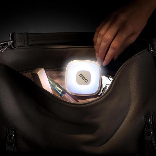 Handtaslamp met powerbank Sensorgestuurde handtaslamp en 2.000 mAh-powerbank.