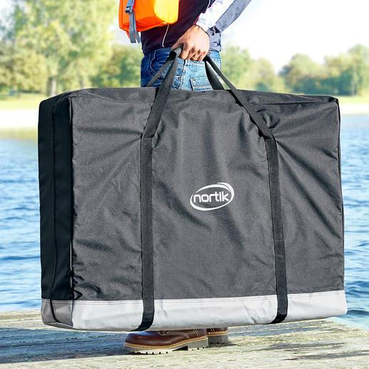 Geniaal: een kajak die opgevouwen in een tas comfortabel over de schouder mee te nemen is.