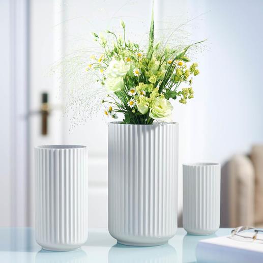 Lyngby vaas van porselein Deens design-icoon van fijn porselein – met opvallende, met de hand gevormde ribbelstructuur.
