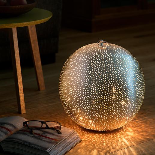 Oosterse lichtbol Chique, unieke creatie in Oosterse look – van luxueus met de hand geperforeerd metaal.