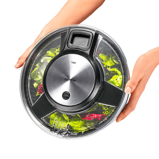 Via de openingen in de deksel kan het water netjes afgegoten worden zonder de centrifuge te openen.
