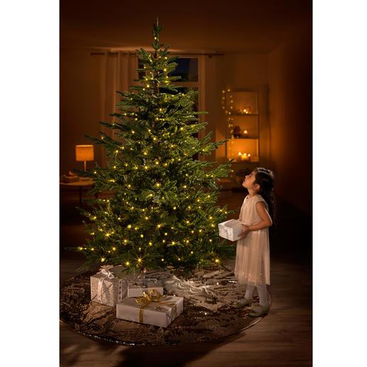 Kunstkerstboom Chalet Net echt lijkende kerstboom met kant-en-klare led-lichtversiering.