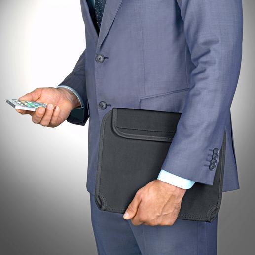 Met de organizer gesloten kunt u uw tablet en accessoires veilig, geordend en handig meenemen.