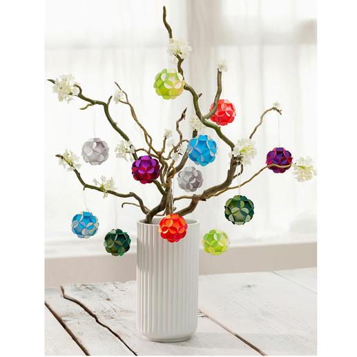 Bloemenballen, set van 12 Het hele jaar een blikvanger: schitterende bloemenballen in glanzende kleuren.
