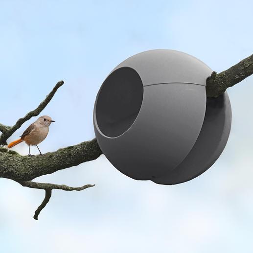 Niet alleen voor aan de balkon- of terrasbalustrade: ook aan een tak van max. 6cmbreed te bevestigen.