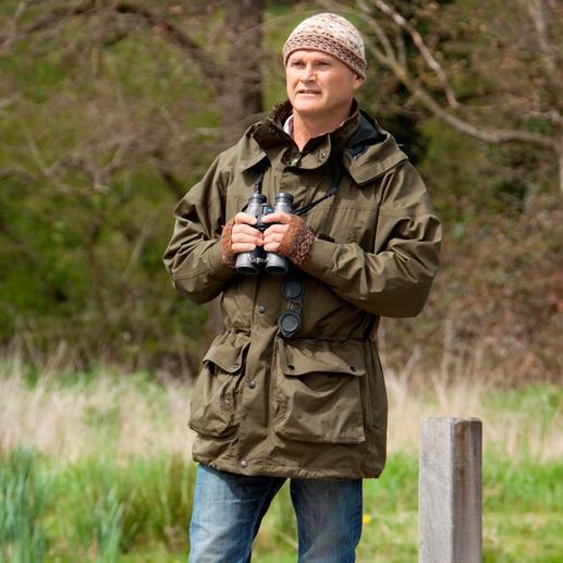 Simon King– de populaire Britse natuurexpert (*1962), dierenfilmer, fotograaf en presentator werd in 2009 onderscheiden met de 'Order of the British Empire' voor zijn inspanningen om wilde dieren te beschermen.