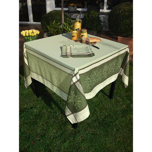 Geweven tafellinnen met olijvendessin Mooie zomerse stijl voor binnen en buiten. Van 100% katoen, slijtvast en vlekbestendig.