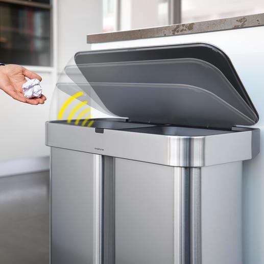 Behalve met de stem is de afvalbak ook door middel van een gebaar met de hand te openen.