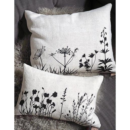 Kussen van 100 jaar oud linnen Met de hand bedrukt met filigraan verwerkte botanische motieven.