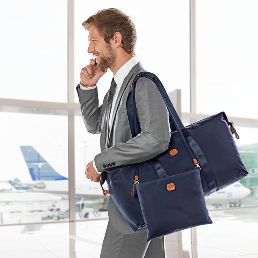 Ook het tasje aan de binnenkant is dankzij de afhaakbare riem gemakkelijk over de schouder te dragen.