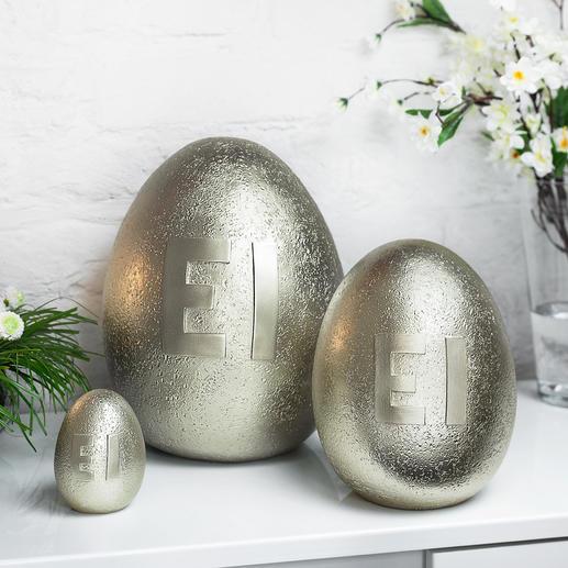 Metallic-ei Bijzondere paasversiering: grote, goudkleurige, glanzende eieren in steen-look.