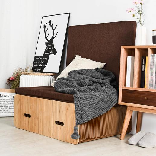 Ingeschoven tot aangename zitdiepte-ook perfect als hocker, opbergplaats, leunstoel.