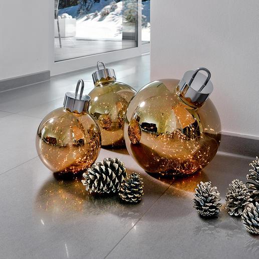 Kerstbal met verlichting De lichtjes in de chique glazen ballen schitteren als sterrenstof.