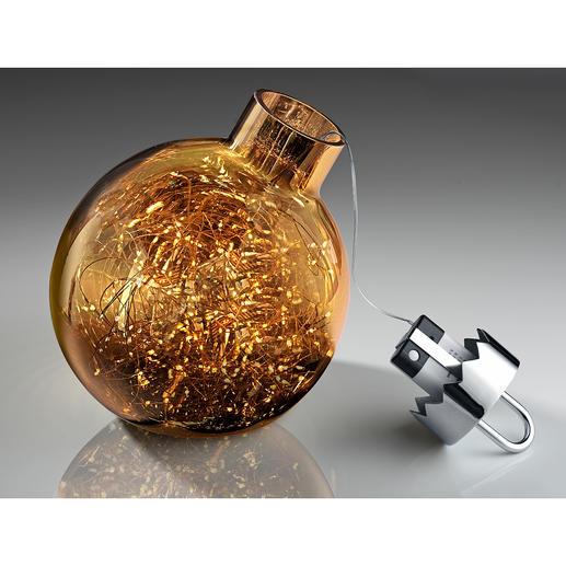 De batterijset met schakelaar bevindt zich in de kroon van de kerstbal.