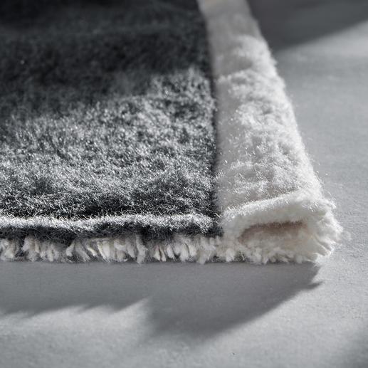 Aan de smalle zijden netjes afgezoomd, opzij met stevige geweven rand.