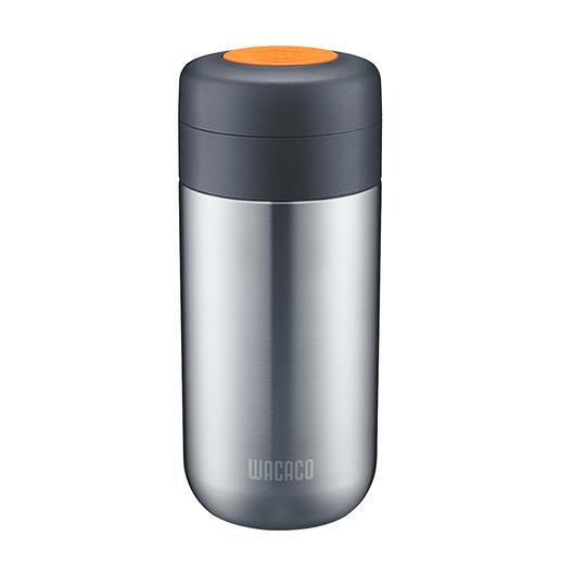 De afzonderlijk te bestellen Nanovessel-vacuümthermosfles is indien gewenst direct op de draagbare espressomachine te draaien.