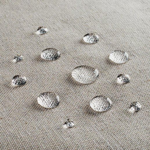 Dankzij de vlekwerende Teflon™-laag blijft uw tafellinnen langer netjes.