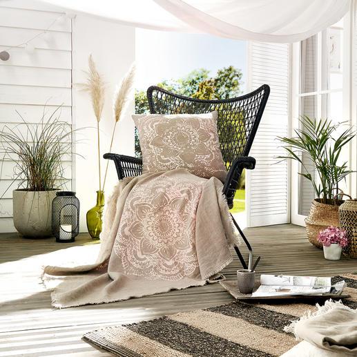 Linnen deken of kussen De pure schoonheid van linnen - handgemaakt met iris-ornamentenprint. Van Frohtstoff uit Hamburg.