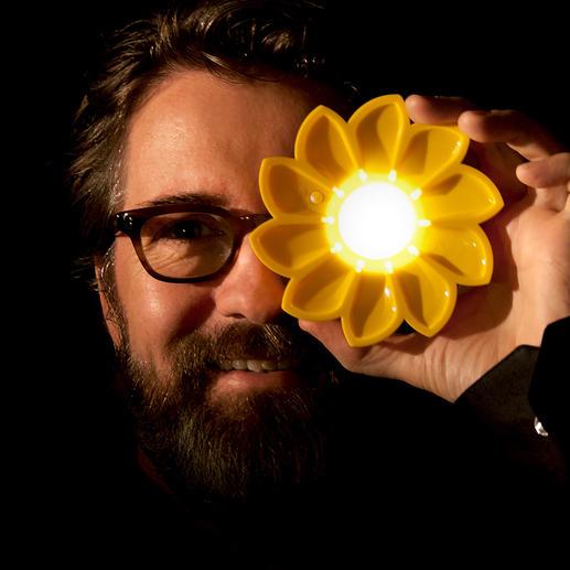 Solarlamp Little Sun Zeer efficiënte solarlamp. Een klein kunstobject dat een sociaal project ondersteunt.
