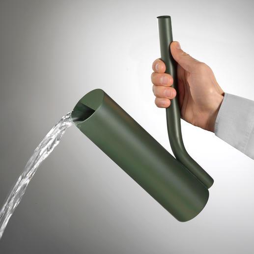 De grote kan is ideaal voor een grote hoeveelheid water.
