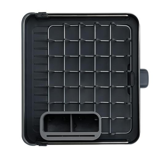 In elkaar geschoven ideaal voor een kleine afwas: met een compact basisoppervlak van 36,4 x 32 cm (b x d).