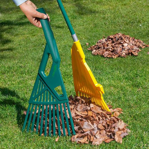 Met de twee harkblad-helften schep je het tuinafval direct in de biobak, de kruiwagen of de tuinafvalzak.