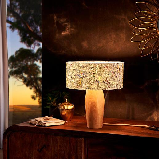 Tafellamp van alpendennenhout en berghooi Sfeervol warm licht, weldadige werking en de magie van de Tiroolse bergen. Exclusief bij Pro-Idee.