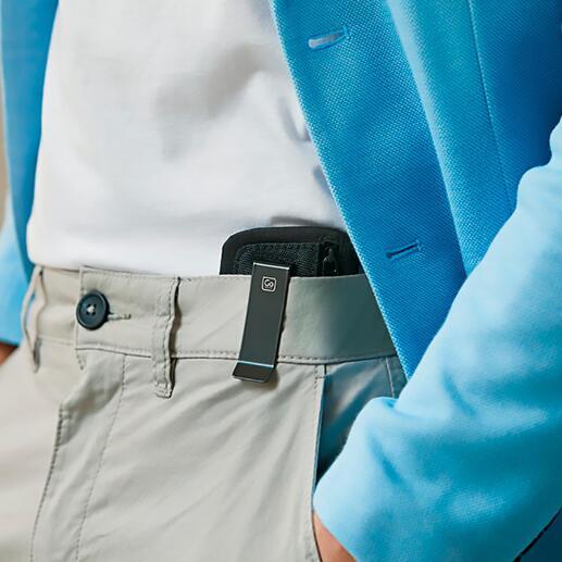 Met de praktische clip van binnen aan de broek- of rokband vastgehaakt is de beurs bijna onzichtbaar.