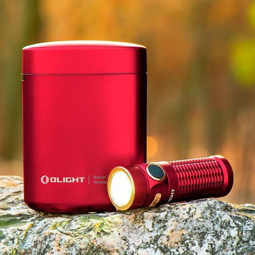 OlightBaton3 met oplaadetui De eerste zaklamp met een eigen oplaadetui. Ideaal voor op reis, trektochten, in de auto, camper, ...
