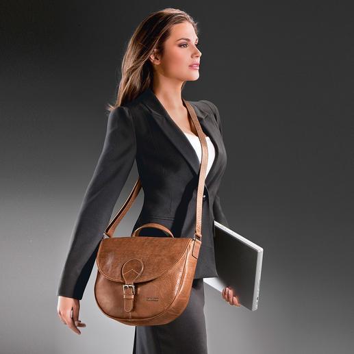 Langs de zijkant van het lichaam gedragen is het ritsvak aan de buitenkant beschermd tegen zakkenrollers.