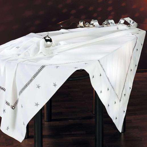 Varieer met uw tafeldecoratie: het kunstige linnen met bijpassende servetten is ook met zilverkleurige sterretjes te bestellen.