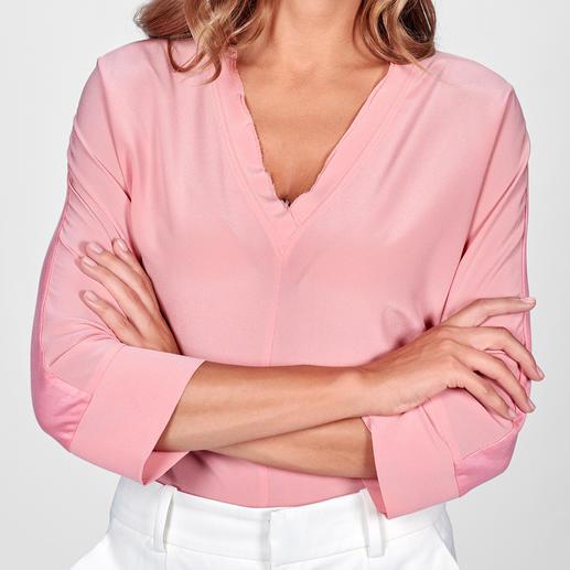 Strenesse zijden shirtblouse - Sportief model, elegant materiaal. Strenesse heeft de blouse die perfect past bij de 'sporty-elegance'-stijl.