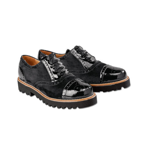 Comfortabel als sneakers. Bovendien elegant genoeg bij het zwarte broekpak. Comfortabel als sneakers. Bovendien elegant genoeg bij het zwarte broekpak.