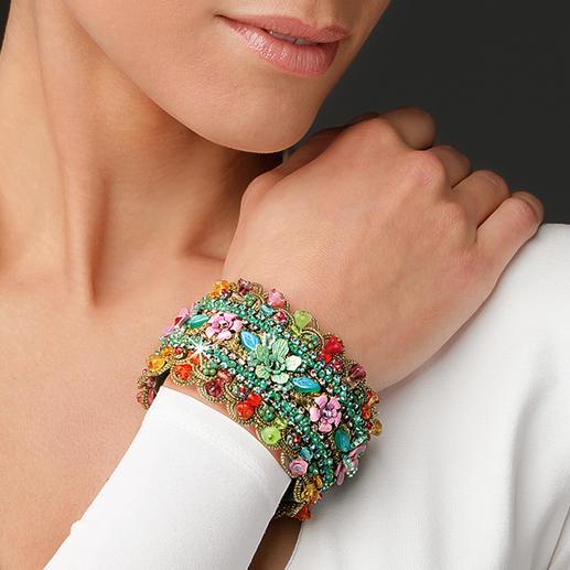 Yaron Morhaim bloemenarmband Schitterende bloemensieraden in Victoriaanse stijl zijn momenteel helemaal in de mode.