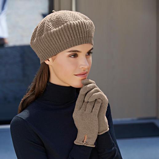 Kasjmier-sjaal, -muts of -handschoenen Praktisch, trendy. En van zuiver cashmere. Baskenmuts, sjaal en handschoenen van Johnstons/Schotland.
