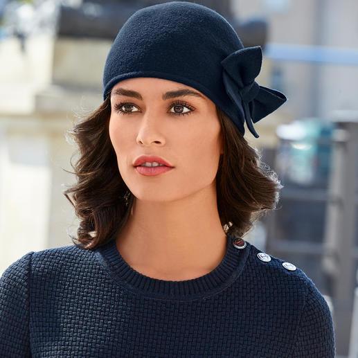 Muts met strik van Laulhère Uw misschien wel meest ongecompliceerde hoed. Of uw elegantste muts.