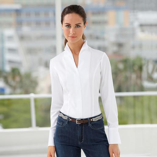 Een echte klassieker– en toch zo moeilijk te vinden: de elegante blouse met kelkkraag. Een echte klassieker – en toch zo moeilijk te vinden. Perfect te combineren met alle vestvormen.