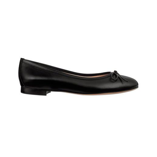 Een elegante manier om op platte schoenen te lopen. Een elegante manier om op platte schoenen te lopen. Sensationeel comfortabel en elegant.