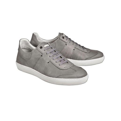 De verzorgde versie van trendy sneakers in retro-look. De verzorgde versie van trendy sneakers in retro-look. Geheel uitgevoerd in leer, met doorgestikte zool.